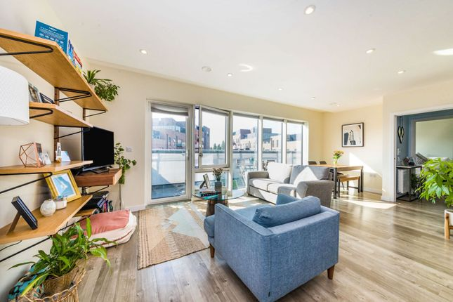 Thumbnail Flat for sale in 7 Station Approach, London