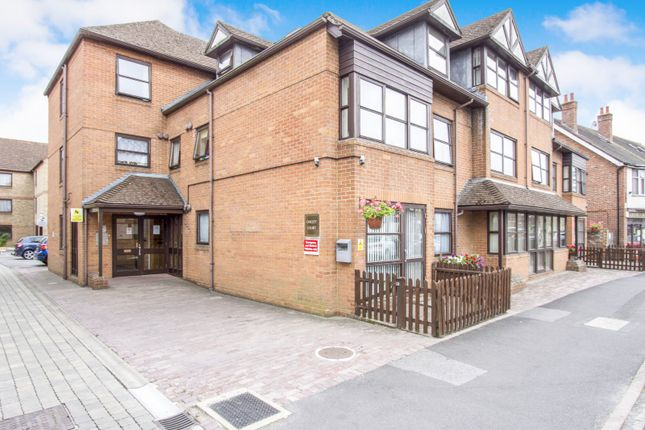 Thumbnail Flat to rent in Oakley Court, Southampton Road, Ringwood