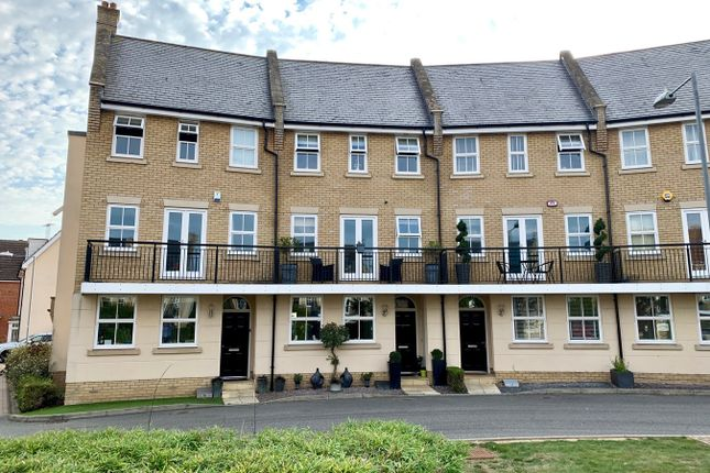 Thumbnail 5 bed town house for sale in Greenland Gardens, Great Baddow, Chelmsford
