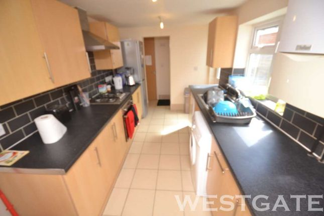 6 bed terraced house to rent in De Beauvoir Road, Reading