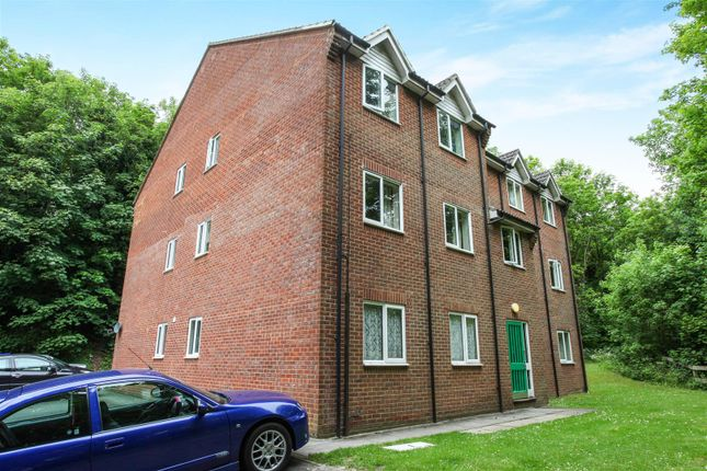 Thumbnail Flat for sale in Sarum Close, Salisbury