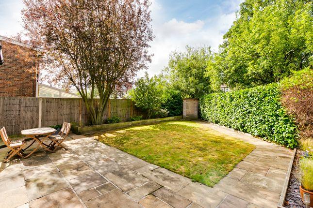 Garden of Scrutton Close, London SW12