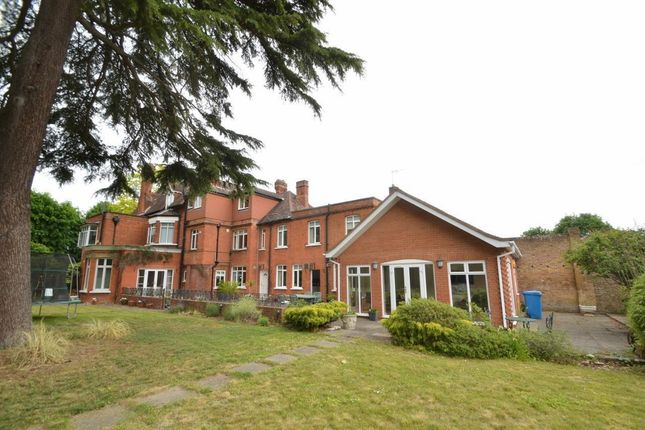 Thumbnail Flat for sale in The Avenue, Datchet