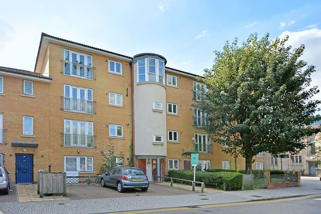 Thumbnail Flat for sale in Semley Gate, London