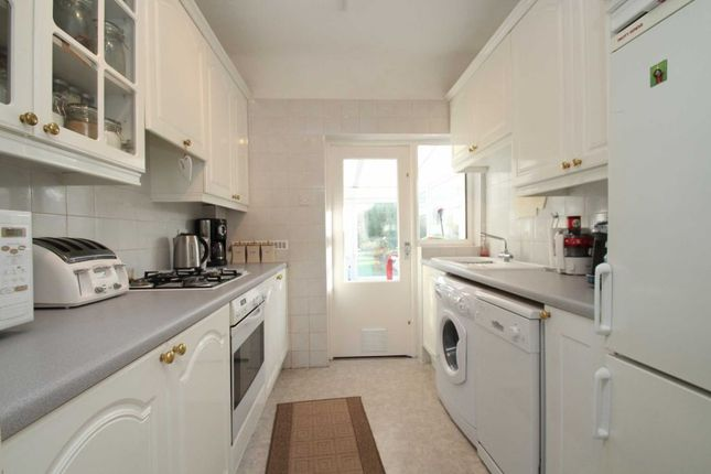 3 bed semi-detached house to rent in Felhampton Road, London