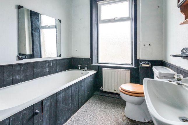 Bathroom of Autumn Street, Halifax HX1