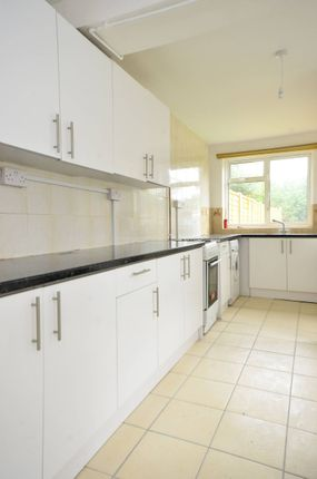 Thumbnail Property to rent in Chestnut Grove, Balham
