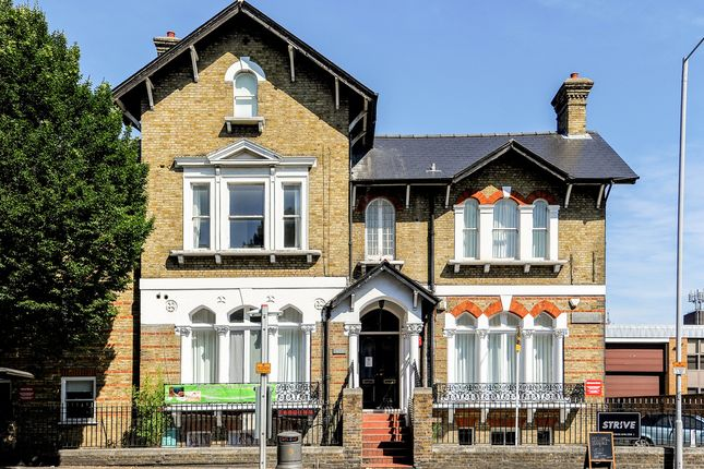 Flat to rent in London Road, Kingston Upon Thames