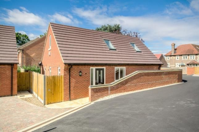 Thumbnail Property for sale in Bedford Road, Rushden, Northants