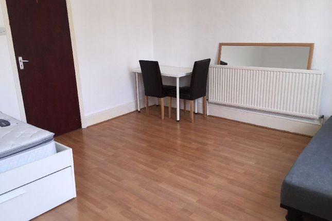 Thumbnail Terraced house to rent in St. Peter's Street, London