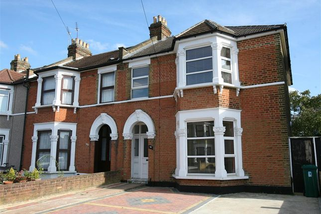 Thumbnail Flat to rent in Kingswood Road, Goodmayes, Ilford