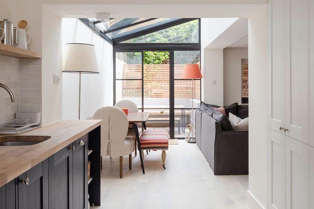Thumbnail Flat to rent in Radcot Street, London