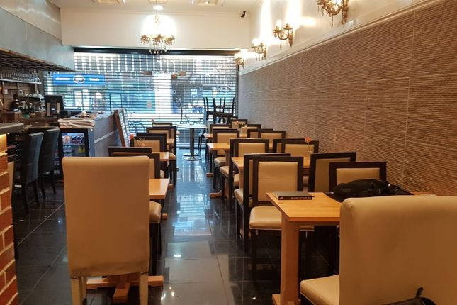 Thumbnail Restaurant/cafe to let in Tolworth Broadway, London