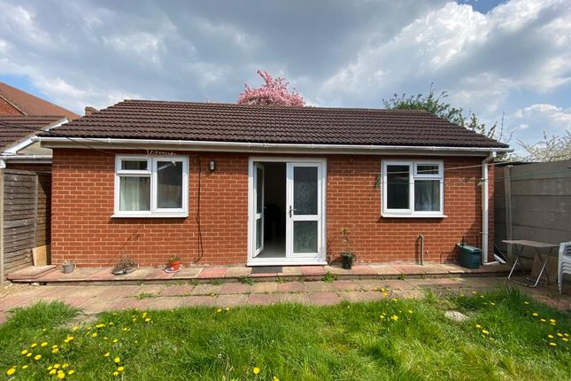 2 bed detached bungalow to rent in Elmdon Road, Hounslow West TW4