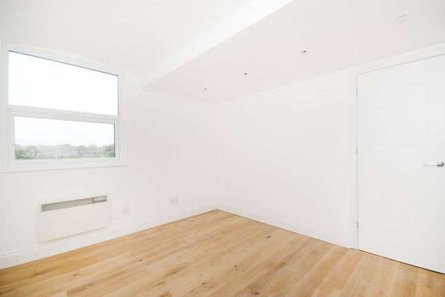1 bed flat to rent in The Mall, Ealing Broadway