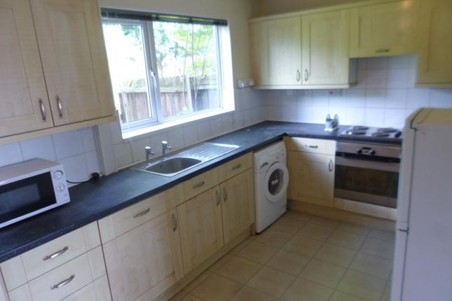 4 bed semi-detached house to rent in Boundary Crescent, Beeston NG9