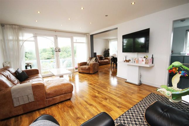 Thumbnail Flat for sale in Queens Ride, London