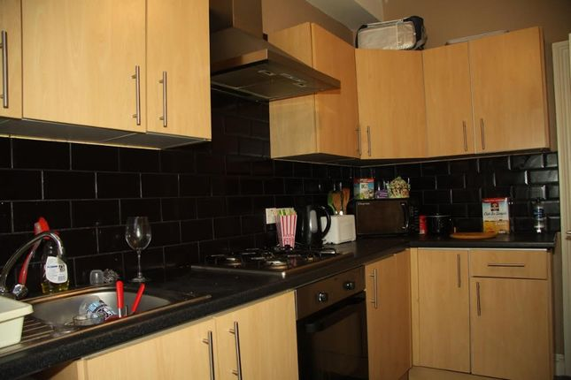 Thumbnail Terraced house to rent in Belle Vue Road, Leeds