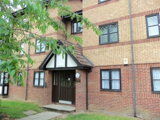 Thumbnail Flat to rent in Frobisher Road, Erith, Kent