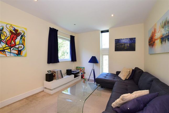 Thumbnail Flat for sale in Belgrave Road, London