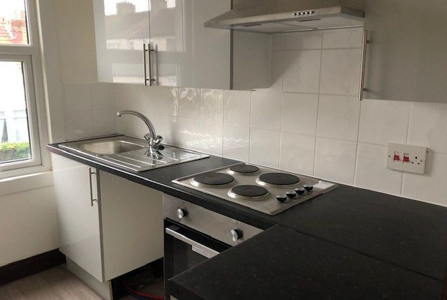 1 bed flat to rent in Glenwood Avenue, Westcliff-On-Sea SS0