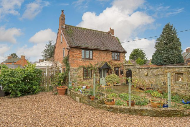 Thumbnail Property for sale in Hinton Road, Woodford Halse, Northamptonshire