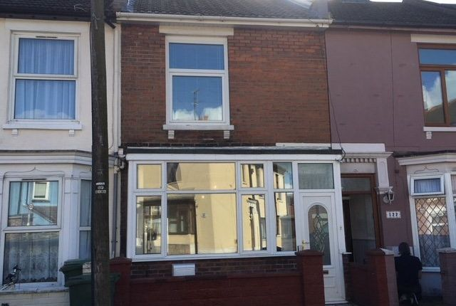 3 bed terraced house to rent in Clive Road, Portsmouth