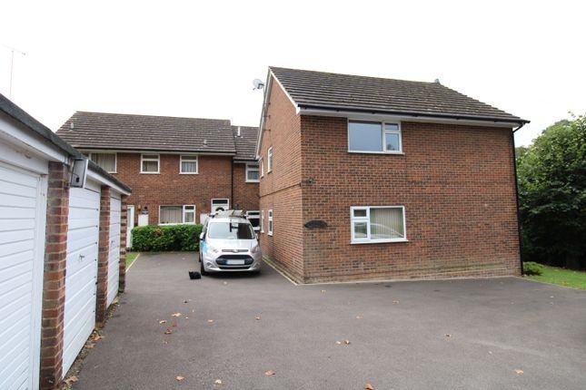 2 bed flat to rent in Dorking, Surrey RH4