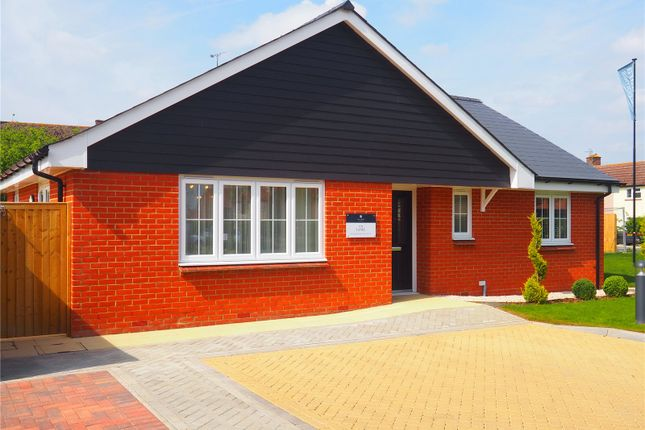 Thumbnail Bungalow for sale in The Grove, Stanbridge Road, Haddenham, Aylesbury