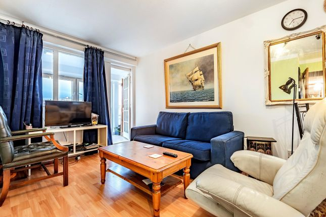 Thumbnail Flat for sale in Castlemaine, Battersea