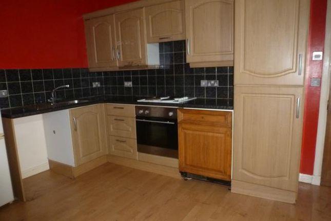 Thumbnail Flat to rent in Holmhead, Kilbirnie
