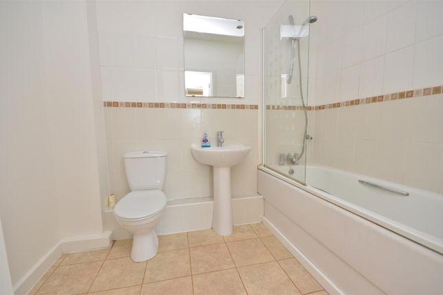 Bathroom of Holly Street, Luton LU1