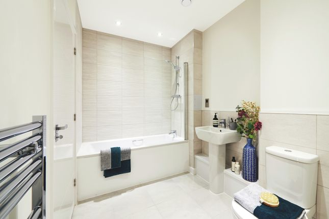 Bathroom of Greenwich High Road, London SE10