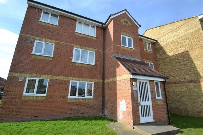 Main Picture of Redford Close, Feltham TW13