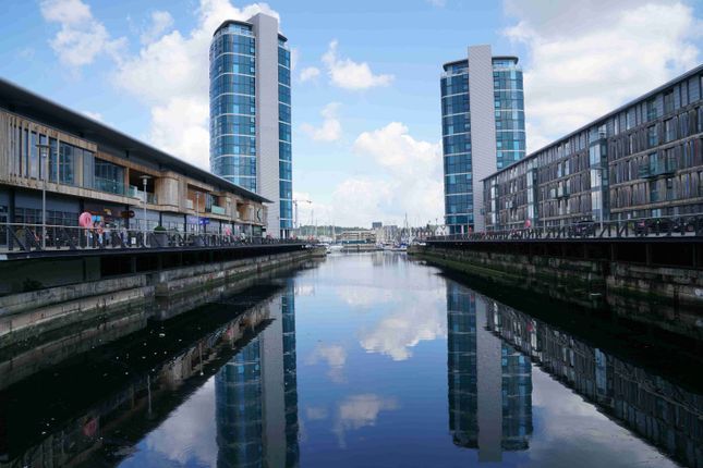 Thumbnail Flat to rent in Marina Point East, Chatham Quays, Dock Head Road, Chatham, Kent