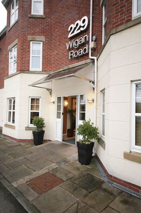 2 bed flat for sale in Wigan Road, Standish, Wigan