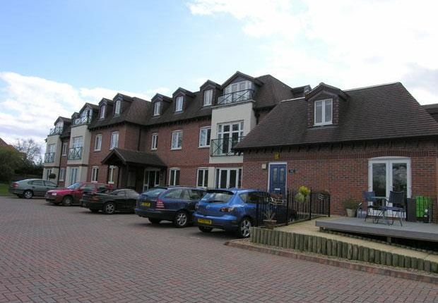 Thumbnail Flat for sale in Old Bath Road, Charvil, Reading