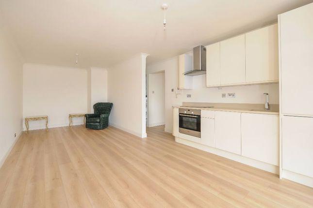 Thumbnail Flat to rent in Gipsy Lane, Barnes