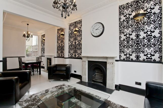 Thumbnail Town house to rent in Heyford Avenue, London