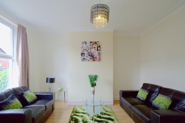 Thumbnail Property to rent in Hessle Walk, Hyde Park, Leeds