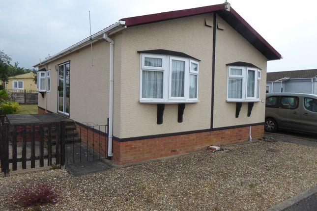 2 bed mobile/park home for sale in Allington Gardens, Grantham, Lincolnshire NG32