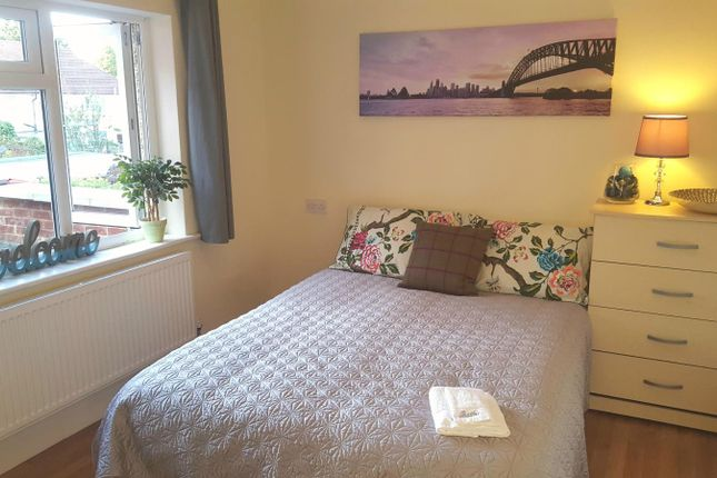 Thumbnail Shared accommodation to rent in Commonwealth Avenue, Hayes