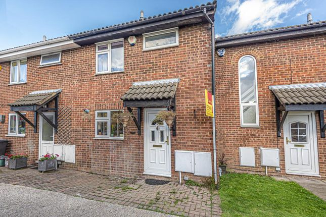 Thumbnail Terraced house to rent in Gillfield Close, High Wycombe