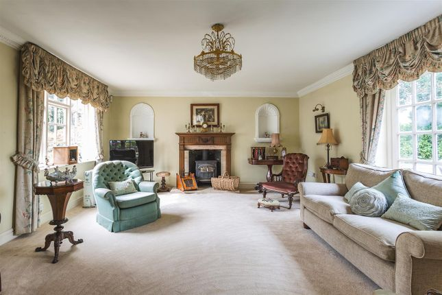 Spacious Sitting Room