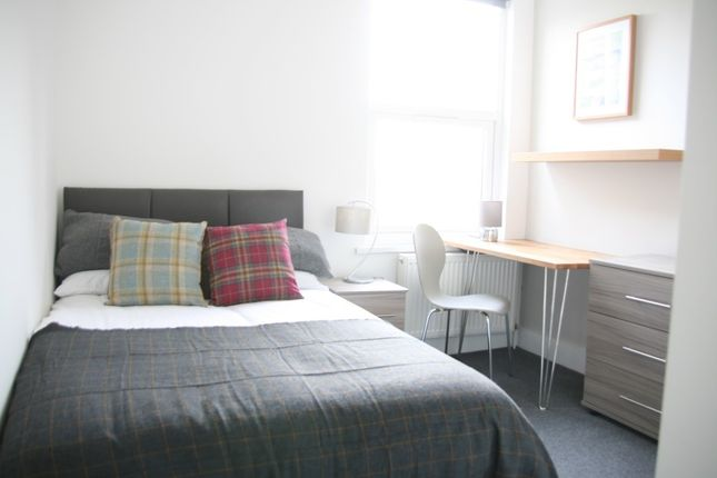 Thumbnail Shared accommodation to rent in Pier Road, Northfleet, Gravesend