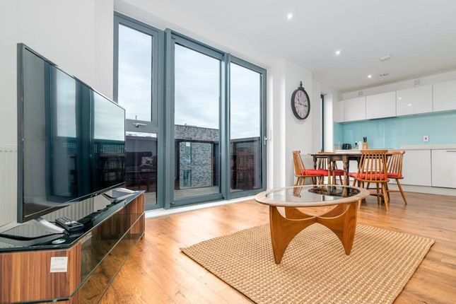 2 bed flat to rent in Bermuda Way, London E1