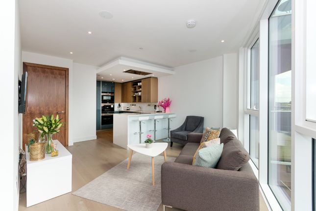 Thumbnail Flat for sale in The Pinnacle, Battersea Reach