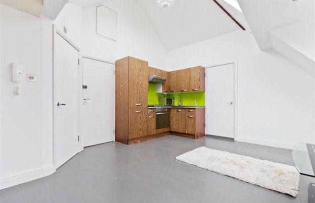 2 bed duplex to rent in Woodstock Avenue, London