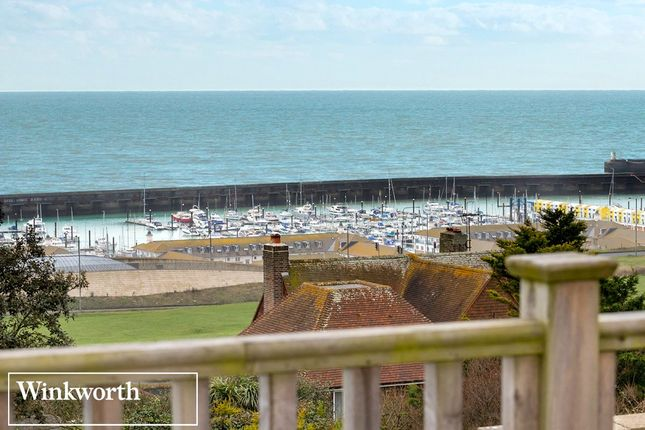 Picture No. 32 of Roedean Crescent, Roedean, Brighton, East Sussex BN2