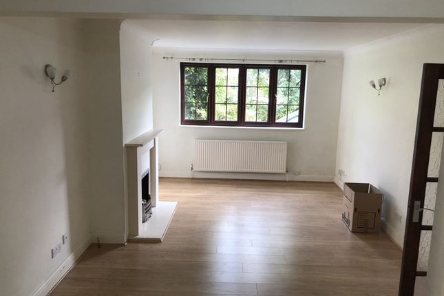 Thumbnail Semi-detached house to rent in Mount Road, Mitcham
